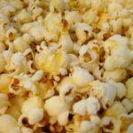 Eksempel på dejlige poppede popcorn.