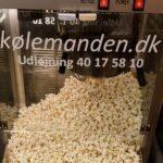 En af Koelemandens popcornmaskiner med dejlige poppede popcorn.