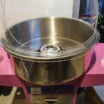 Candyflossmaskiner med kuppel på hjul.