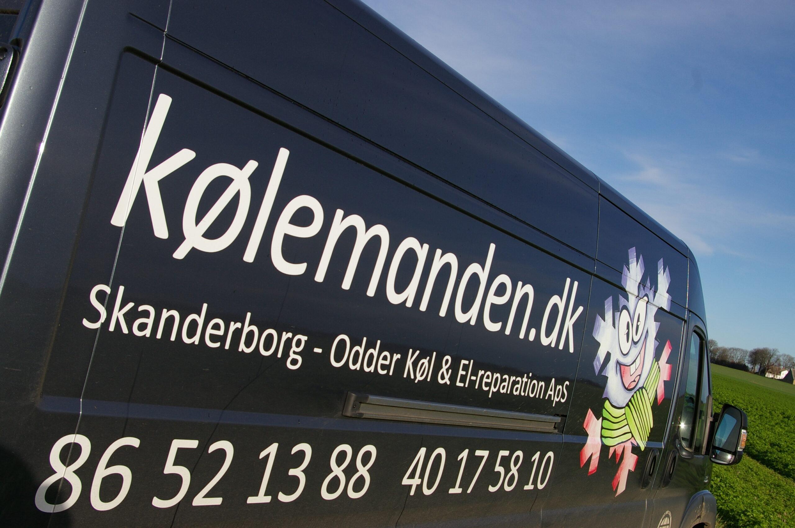 Praktisk info på Kølemandens firmabil