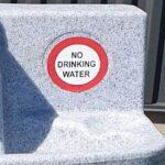 OBS paa ikke at drikke af Koelemandens mobile haandvask.