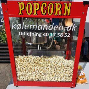 Popcornmaskine fra Koelemanden med dejlige popcorn i.