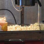 Koelemandens popcornmaskine i brug til fest.