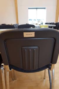 Koelemanden er sponsor af stole til Kulturhuset i Saksild