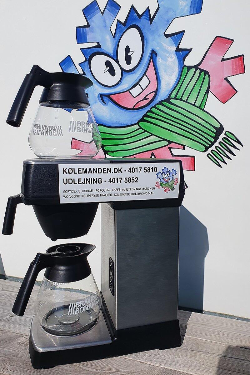 Kølemandens kaffemaskine klar til at lave kaffe.